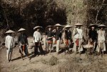 Annam, Hue 1931 - A group of workers wear a hat with a wide-brimmed hat to shade the sun..jpg