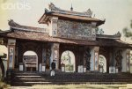 Annam, Hue 1931 - A Confucius stood in front of the Temple of Literature..jpg